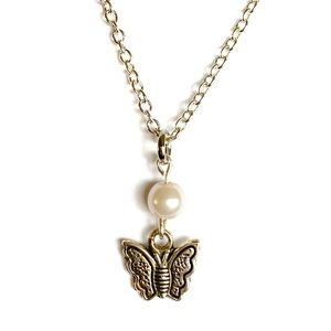 3 for $15 🪐 petite butterfly and pearl necklace
